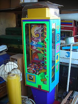 Wowie Zowie gumball vending machine nice condition works well great machine LOOK