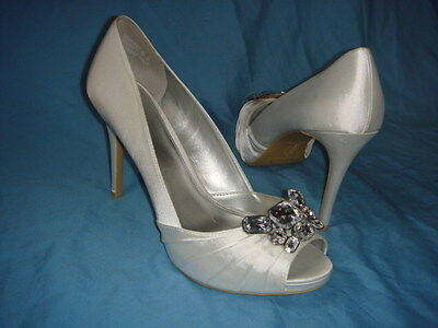 """Women's Unforgettable Moments White Satin """"Loyalty"""" Wedding Shoes Size-13  New"""
