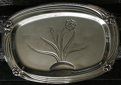 1847 ROGERS INTERNATIONAL SILVER DAFFODIL footed carving tray w well