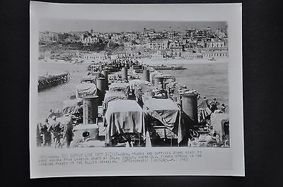 Photography  Supply Line Into Sicily  Ap Wirephoto 1943    Photo
