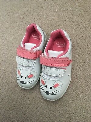 Infant Girls Giggle Light Up First Trainers Shoes Clarks Size 5F White & Pink