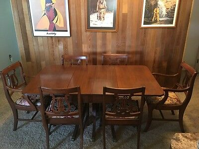 1941 Duncan Phyfe Dining Table- Great Condition, Includes Chairs, Has extra leaf