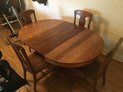 Antique Hale Furniture Company Pedestal Table and four chairs