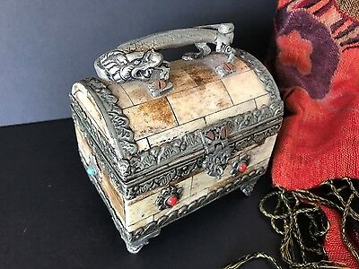 Old Chinese Dragon Jewelry / Vanity Box …beautiful accent piece