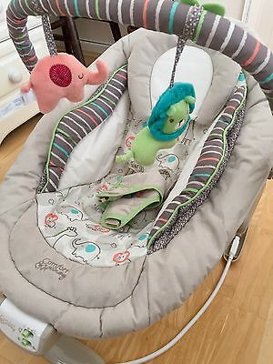 Bright starts comfort harmony baby bouncer chair with activity bar