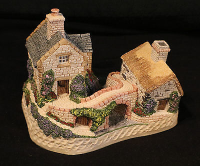 """David Winter """"Only A Span Apart"""" Cottage with Original Box and COA (1991)"""