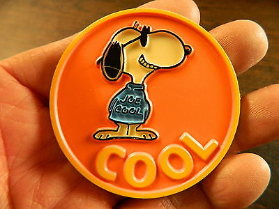 """1971 Snoopy Plastic Pin """"cool"""" Vg"""