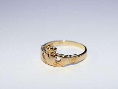 Ladies 9ct Solid Gold Claddagh Ring Size 18mm