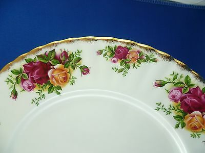 Beautiful vintage ROYAL ALBERT 26cm dinner plate Old Country Roses ENGLAND 1962