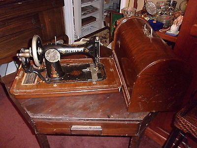 ANTIQUE LOESER NO 3 SEWING MACHINE & portable wooden case