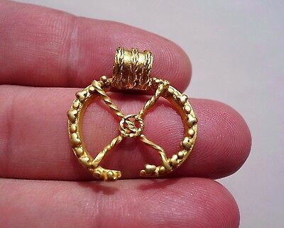 Gold Roman crescent,military pendant decorated with granulation and twisted wire