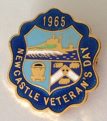 Newcastle Veterans Day 1965 Bowling Club Badge Pin Vintage Lawn Bowls (L32)
