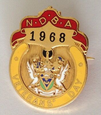 NDBA Veterans Day 1968 Bowling Club Badge Pin Vintage Lawn Bowls (L33)