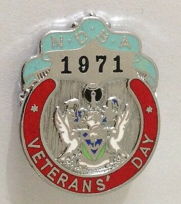 NDBA 1971 Veterans Day Bowling Club Badge Pin Vintage Lawn Bowls (L33)