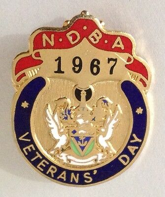 NDBA 1967 Veterans Day Bowling Club Badge Pin Vintage Lawn Bowls (L33)