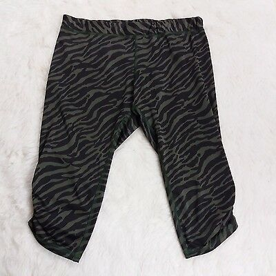 Me2Roo Maternity Piper Capri Leggings Size Large Camo Ruched Workout Pants
