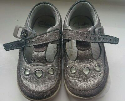 clarks baby girl shoes size 4.5