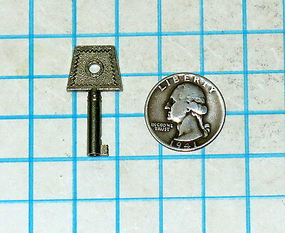 Real Vtg Antique old Small Ornate Little Fancy Bow Barrel Skeleton Key Steampunk