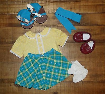 American Girl Molly Roller Skating OUTFIT + SKATES ~ COMPLETE ~ Retired 2008 EUC