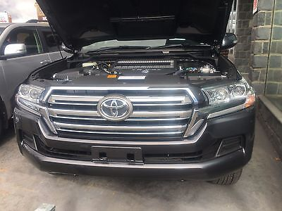 Toyota 200 Series 4.5 Ltr V8 Diesel Sept 2016 On  Dual Battery Tray Code 045
