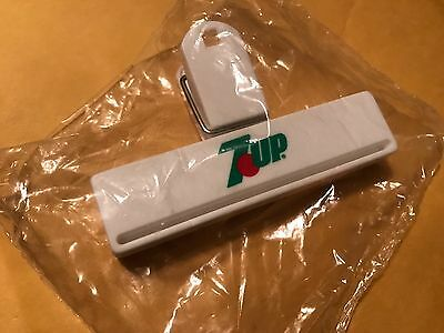 New Old Stock Vintage Plastic 7 Up Bag Clip *New & Unopened, Free S&H*