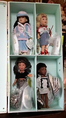 effanbee travel set four dolls outfits and a case v 5614