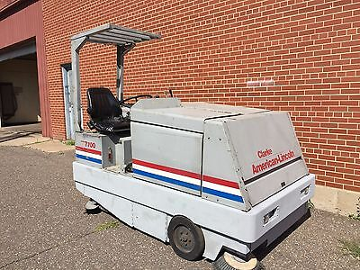 Clarke American-Lincoln 7700 Sweeper/Scrubber Machine - Video Available