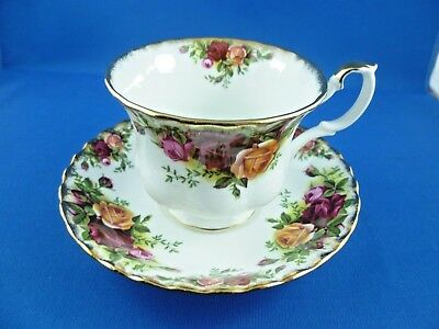 Stunning Tea Cup & Saucer Old Country Roses By Royal Albert Made In England