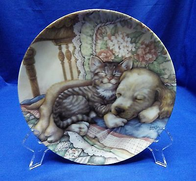 """Crestley  Friends Forever """" Cuddle Up""""  Puppy and Kitten Plate w/ COA"""