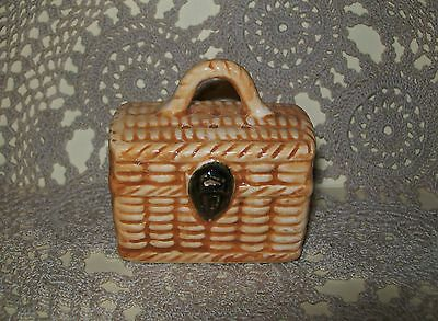 VINTAGE c.1950s CERAMIC KITSCH PICNIC BASKET PEPPER or SALT SHAKER 5.5cm