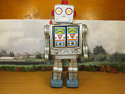 15Fp Vintage Made In Japan? 1960's?  Tin Plate Robot
