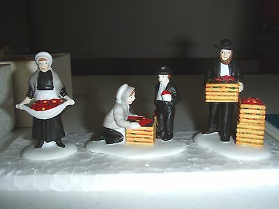 ~~ Amish Family ~~ 59480 Mint In Box ~ Dept 56 New England