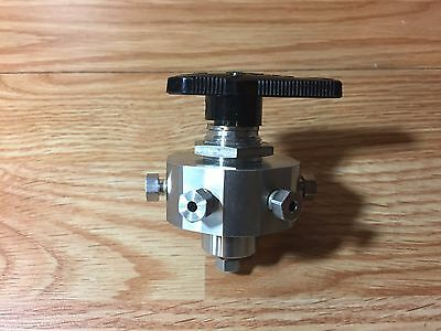 Swagelok SS-43Z6FS2 Stainless Steel 1-Piece 40 Series 7-Way Ball Valve