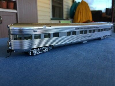Walthers HO Santa Fe Super Chief Stainless Steel Look Passenger Carriages