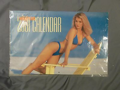 COLLECTIBLE 2001 HOOTERS SWIMSUIT CALENDAR 17 x 11 INCHES NEW NOS