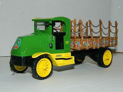 John Deere Collectible Holiday Edition Die Cast Vehicle 1918 Mack Truck Xmas