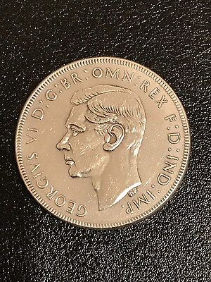 1938 Australian SILVER Crown (5/-) - in Extra Fine or better condition