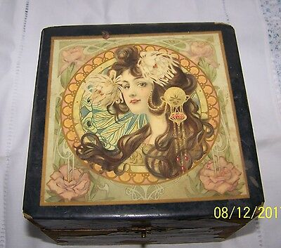 Vintage Victorian wood/paper covered/satin lined collar box