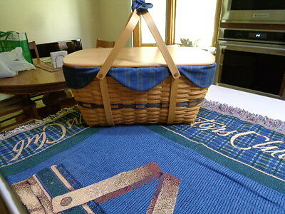 Longaberger Collectors Club Picnic Basket with Lid and Collectors Club Throw
