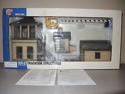 Walthers Built-ups 933-2703 Trackside Structures O/O27 Gauge,  Cream & Green