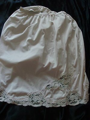 Vintage Penney's Gaymode, M, white short half slip with lace
