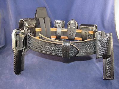 Police Issue Duty Belt Leather Safariland w/ Velcro Lining & 9 Accessories Sz 32