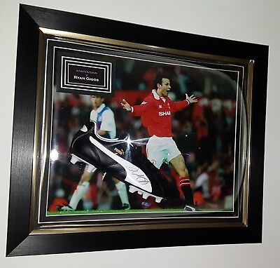 * Ryan Giggs of Manchester United Signed Shirt Autograph * OFFICIAL PROGRAMME