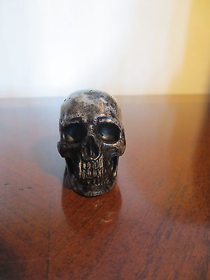 Carved agate stone skull statue