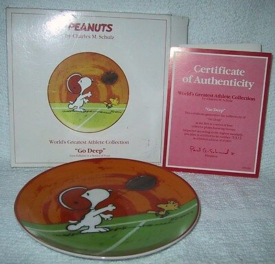 Schmid Plate Peanuts '' Go Deep '' Snoopy Worlds Greatest Athlete Collection