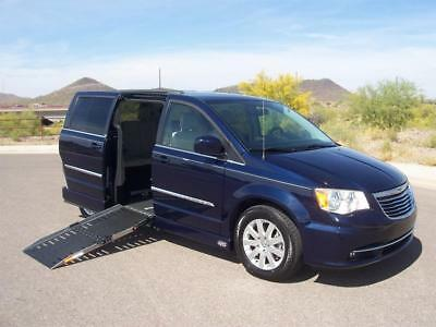 2013 Chrysler Town & Country Touring Wheelchair Handicap Mobility 2013 Chrysler Town & Country Touring Wheelchair Handicap Mobility Reduced