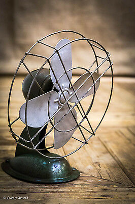 Vintage Retro Small Industrial Mid Century Streamline Desk Fan