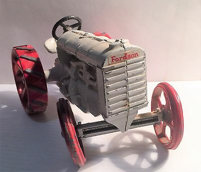Vintage Die Cast Fordson (Model F) Tractor. Early 1900's Quality made, Steering