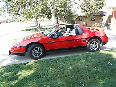 1986 Pontiac Fiero SE 1986 Pontiac Fiero SE with T-tops