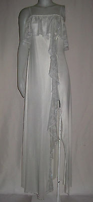 RARE~Vtg~DARLING TORONTO~Shiny~Flowing LACE Down SLIT~LG~Negligee~BabyDoll~Gown